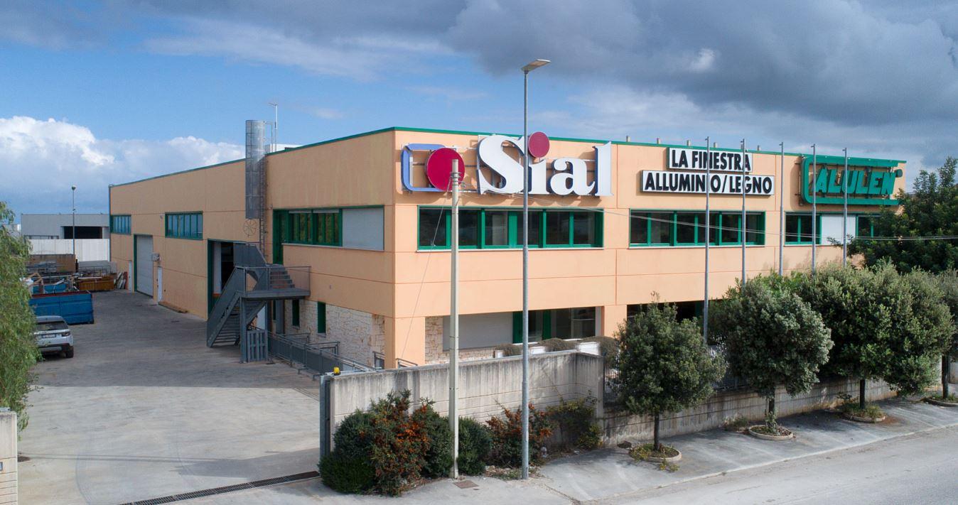 SIAL ITALIA| PRODUZIONE REALIZZAZIONE E POSA IN OPERA INFISSI IN ALLUMINIO LEGNO E SERRAMENTO ALULEN| PARTNER ROTO GU HOPPE - 1